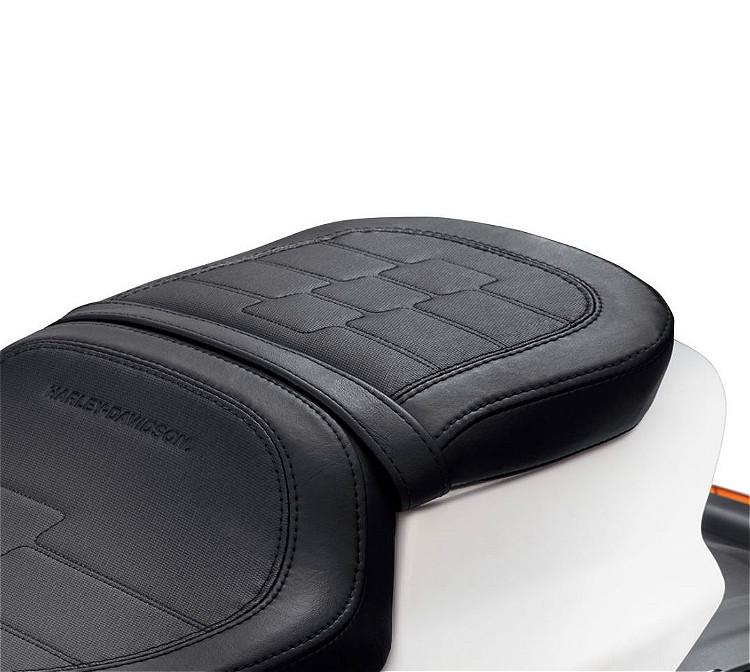 Harley-Davidson® Sundowner™ Passenger Pillion Seat | '19-Later FXDR™ Styling | Black