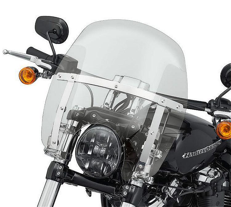 "Harley-Davidson® Milwaukee-Eight® Breakout® | Wind Splitter Quick-Release Compact Windshield | 14"" | Light Smoke | Polished"