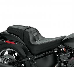 Harley-Davidson® Bevel Two-up Seat | '18-Later Milwaukee-Eight® Street Bob® | Black